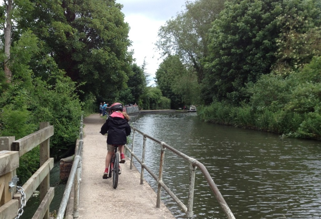 Cycling out of Newbury on the Kennet and Avon canal cycle path