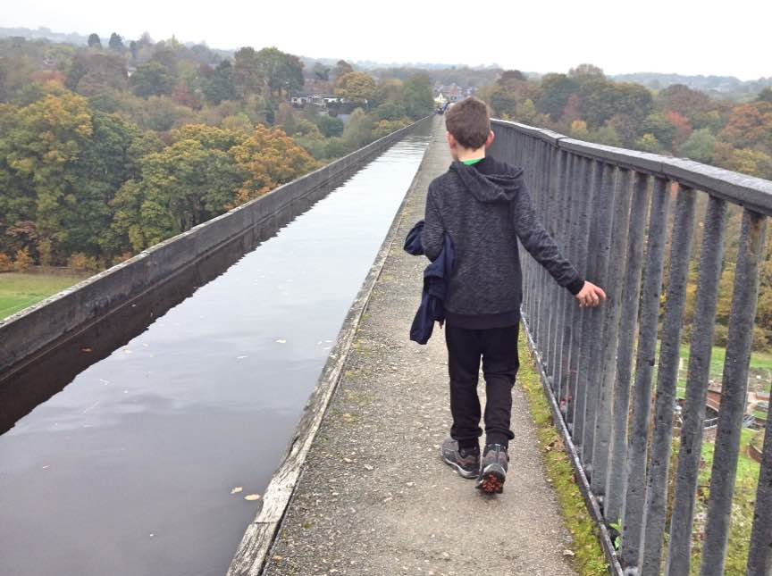 Footpath beside the Pontcysyllte aqueduct