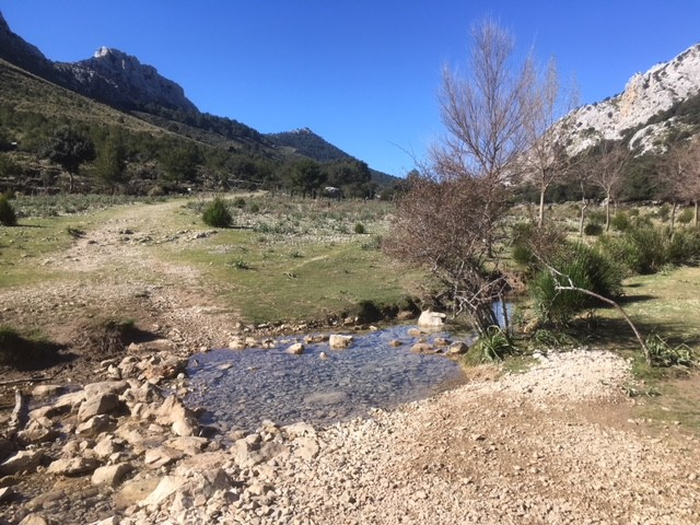 Walking from Cuber reservoir to Coll de L'Ofre