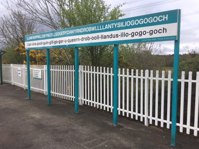 Llanfairpwllgwyngyllgogerychwyrndrobwllllantysiliogogogoch, Anglesey