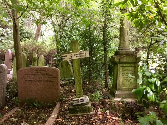 A walk to and around Highgate Cemetery, London