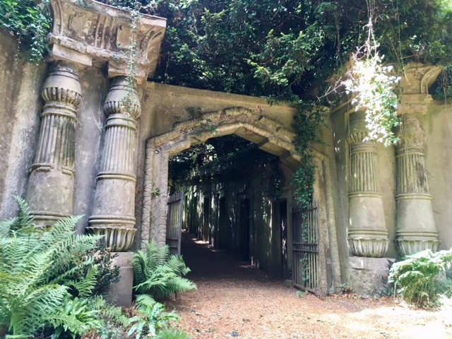 Entrance to the Egyptian Avenue, West Highgate cemtetery