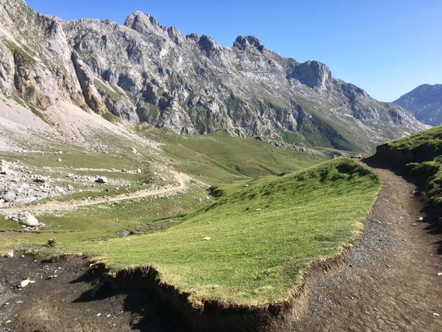 Track to Refugio de Aliva